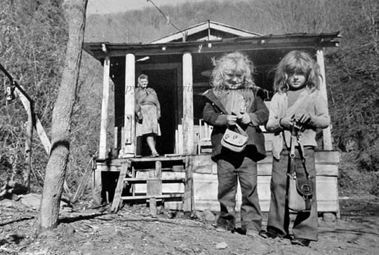 1975_Two-Girls_Appalachia